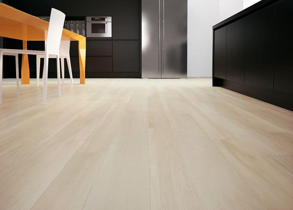 Gạch vân gỗ mang nhiều ưu điểm vượt trội so với gỗ tự nhiên/gỗ công nghiệp