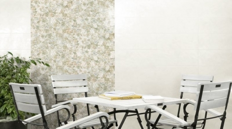 Gạch ốp tường quán cafe tạo sự vững chắc và sang trọng