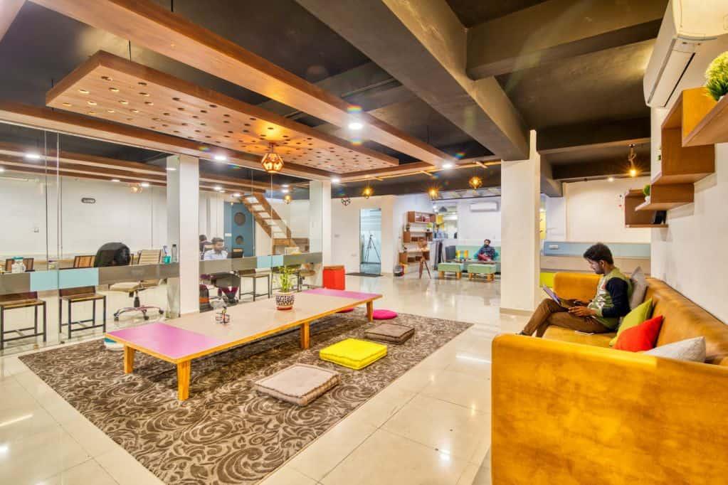 Sáng tạo không gian văn phòng đẳng cấp với gạch bóng kính